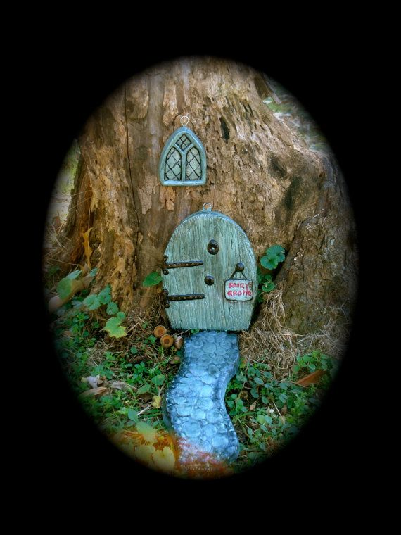 1000 images about projects i can try on pinterest for Painted fairy doors