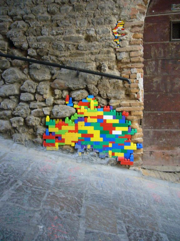 レゴブロックで壊れた建築を補修する試み - GIGAZINE