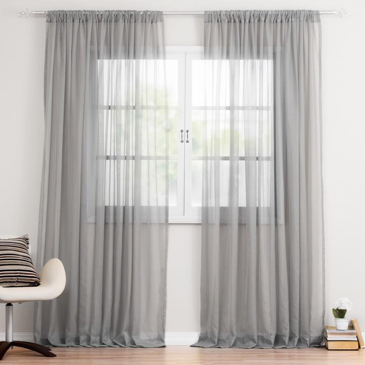 Cortina de Voal Inteiriça Franzida no próprio varão, esta delicada cortina de Voal garante privacidade ao ambiente sem roubar a luz natural do dia.