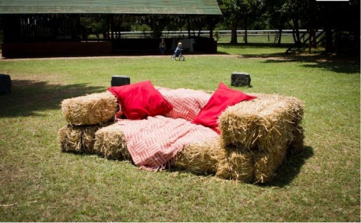 Ten Great Ways to Use Hay Bales in Your Wedding (cover with sofa cover, in picnic area or outside shop)