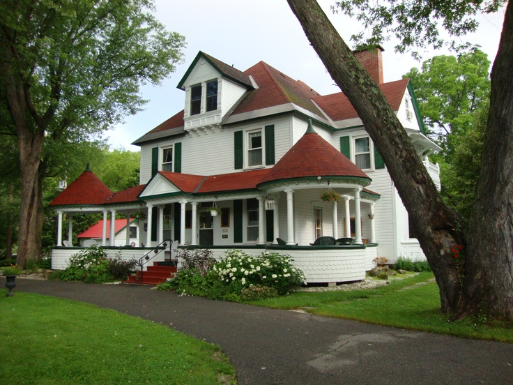 Les Trois Erables Bed & Breakfast, Wakefield QC Amazing place to get away for relaxation, fun, great company and great food!