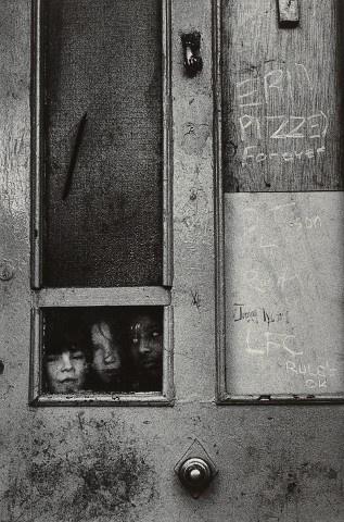 "Fotografie ""002 marketa luskacova children in battered woman's aid IV london 77"" | Markéta Luskačová > Photogallery"