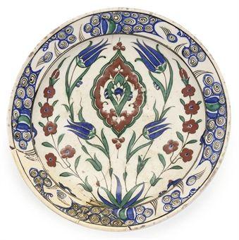 AN IZNIK POTTERY DISH CIRCA 1560, TURKEY