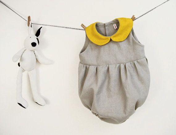 Barboteuse fille bébé en pur lin gris avec col de pan peter jaune taille 6 mois