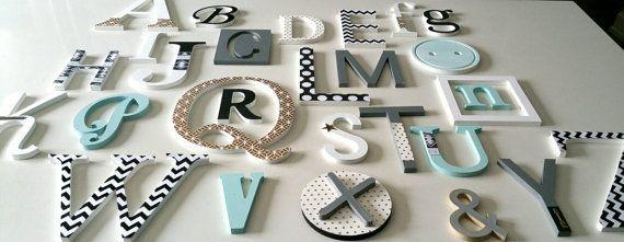 Retrouvez cet article dans ma boutique Etsy https://www.etsy.com/ca-fr/listing/272595356/alphabet-mural-en-bois-peint-et-decore