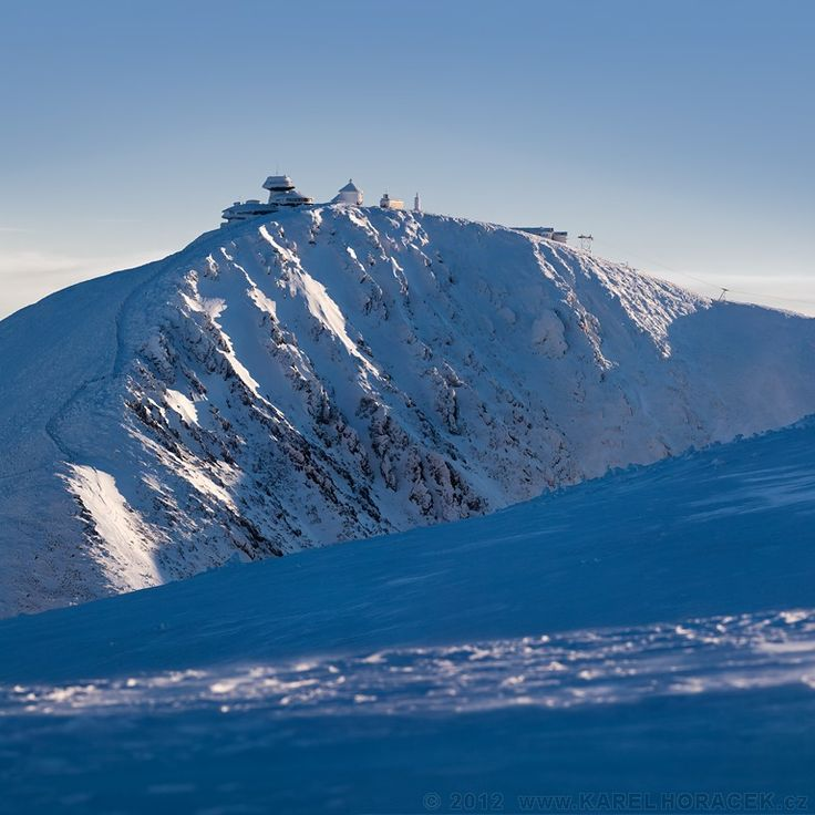 Sněžka nad úpatím Studniční hory, Krkonoše