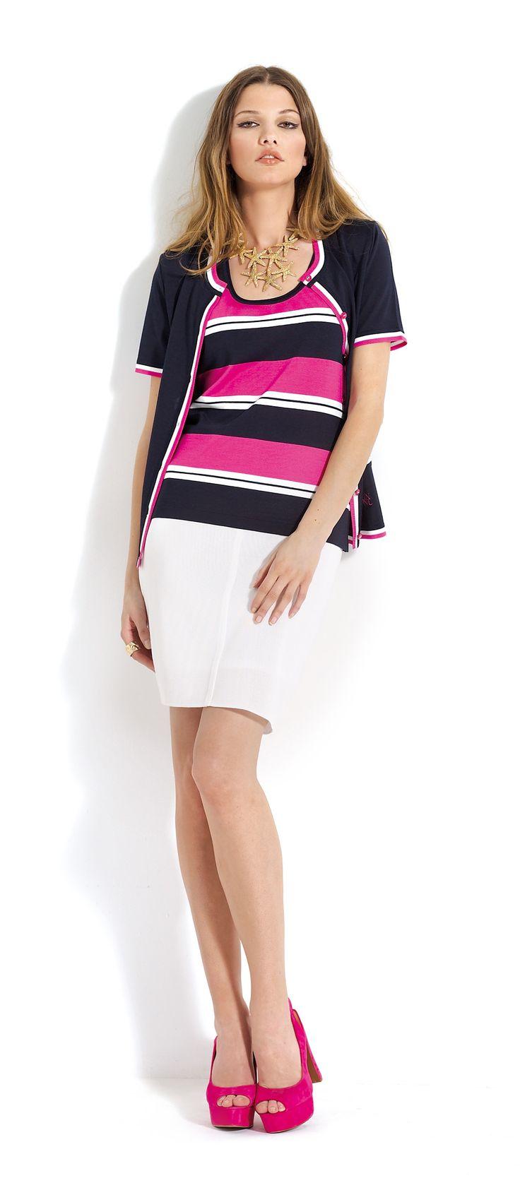 Falda blanca y blusa a rallas negras, blancas y rosas con rebeca de manga corta a juego. #skirt #black #white #pink #cardigan #midi