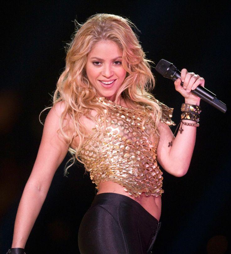 """Muchas personas conocieran Shakira. Ella es muy famosa por su música y su danza. Los álbumes de español incluye """"Pies Descalzos"""" y """"¿Dónde Están Los Ladrones?"""" Ella es la segunda más popular cantante de Latinoamérica en el mundo. Es de Barranquilla, Colombia en febrero."""