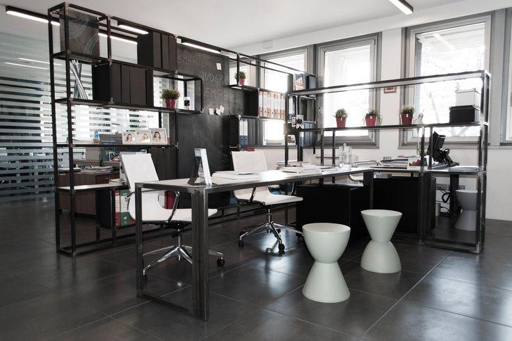 #scrivanie in #ferro per un #centro #uffici a #catania #bianco #nero #soaassociati - SOA_Spazio Oltre l'Architettura