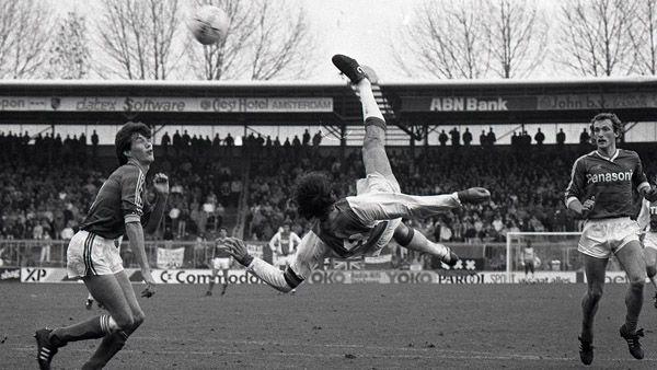 Marco van Basten with a beautiful overhead kick vs Den Bosch, 1986