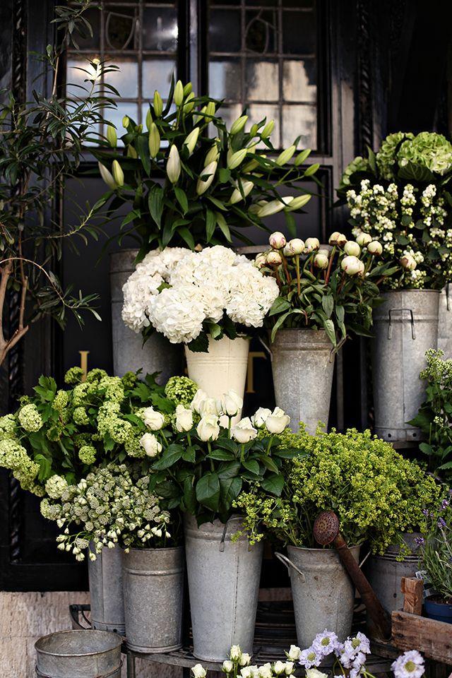 White flower heaven in London. (Source: line x shape x colour, Photo: Gemma Cagnacci)