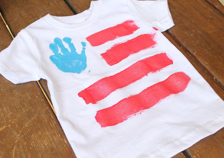 Hand print crafts are the best. They capture a tangible moment in time and remind you of how quickly little ones grow! These 4th of July hand print shirts are pretty easy to make and turn out pretty darn cute!