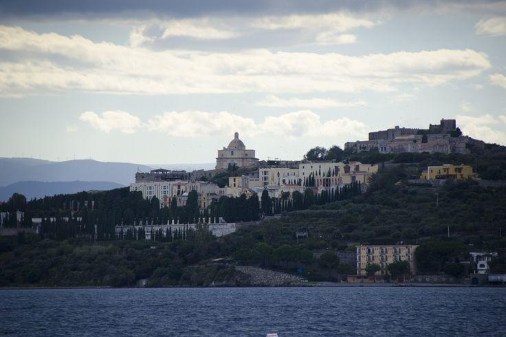 Мила́ццо (итал. Milazzo) — город в Италии, на северо-восточном берегу острова Сицилия, в провинции Мессина. #italia #sicily #isoleeolie #sea #yacht #travel #nature #Island #milazzo #evening #fotoolgavolyanskaya
