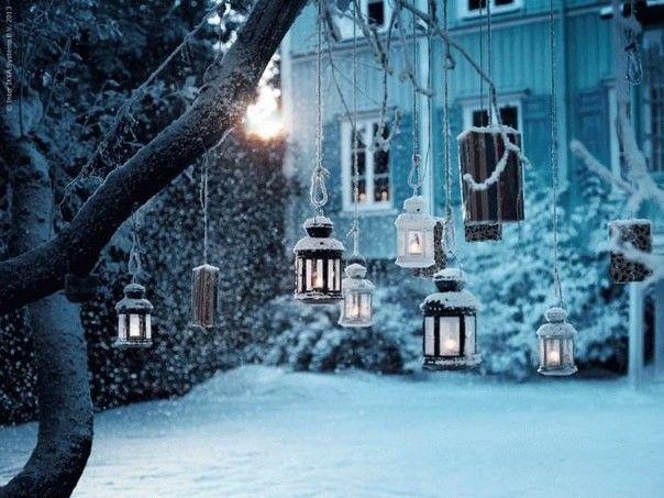 Здания, которые останавливают взгляд Идея:повесить уличные или декоративные фонарики и корзины с цветами(алыми) возле дома или в квартире.
