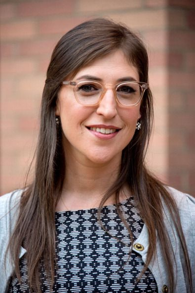 Mayim Bialik, Glasses