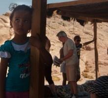 Una bambina nel deserto