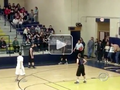 High school basketball player passes ball to mentally challenged player on the other team so he can score a basket (Video) : theCHIVE