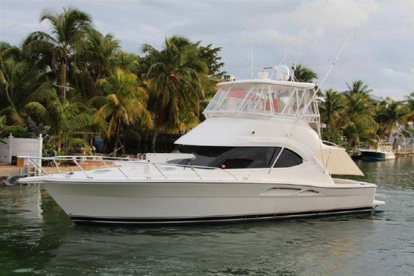 Reel Easy manufactured by Riviera is one of the most impressive and exciting motor yachts available for sale on AdamSea. This 40ft long yacht is known for its twin C-9 CAT diesel engines, new Strataglass enclosure and shiny white exterior.