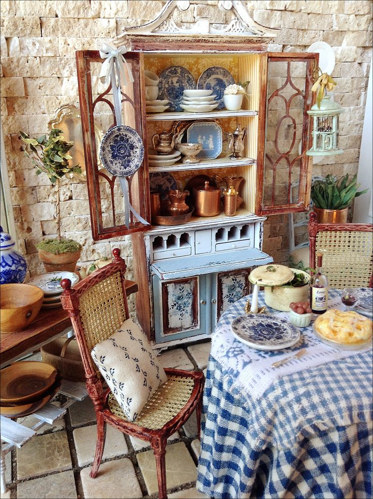 Maritza Miniatures French Country miniature dining room