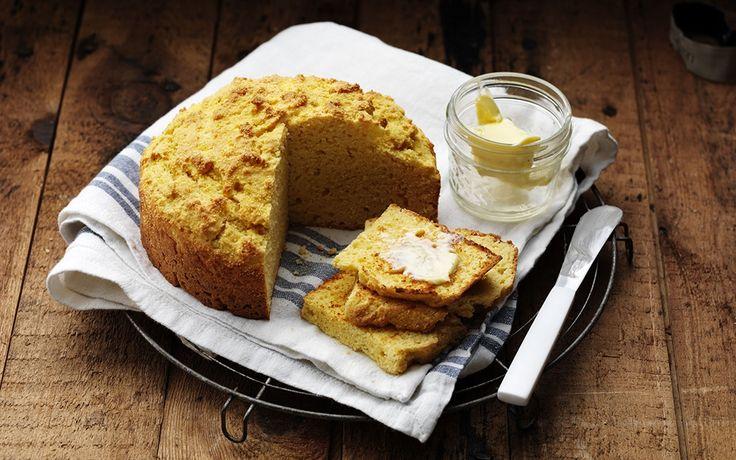 Bröd med färg och smak från majs som bara rörs ihop i en bunke och gräddas. Prova att rosta skivor och servera med smör.