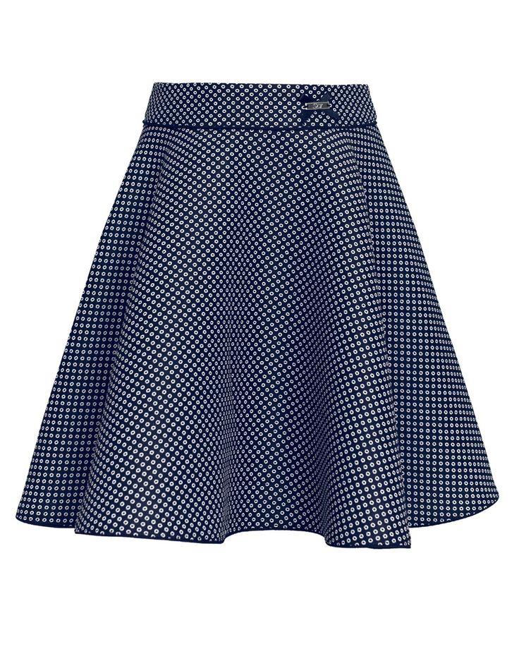 Trapezowy krój oraz wdzięczny granatowy materiał w groszki sprawia, że ten model spódniczki sprawdzi się podczas szkolnych uroczystości i nie tylko! Nie zastanawiaj się dłużej i kup teraz! | Cena: 98,00 p