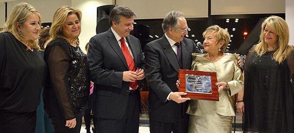 Lafranquicia de yogurt helado smöoyha recibido laMención de Honor del Premio Herentia 2015 que concede Amefmur.