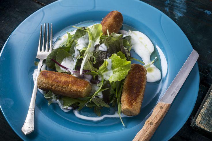 Tonhalkrokett - zöldsalátával, lime-os dresszinggel | Most egy olyan diétás ételt mutatunk, mely mindenki kedvence lesz. A tonhalkrokett friss zöld salátával mennyei lakoma, ráadásul fogyasztása nem megterhelő szervezetünk számára.