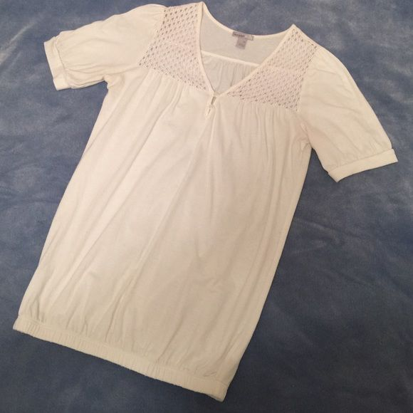 Cream top Cream short sleeve top with V neck and 2 bottoms w/ crochet accent has elasticize do bottom.  Very versatile.  Old Navy Tops