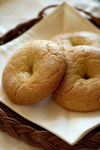 """Mi credete se vi dico che fare colazione con questi bei biscottoni dona una soddisfazione unica?         Chiamarli """"biscottoni"""" è chiaram..."""