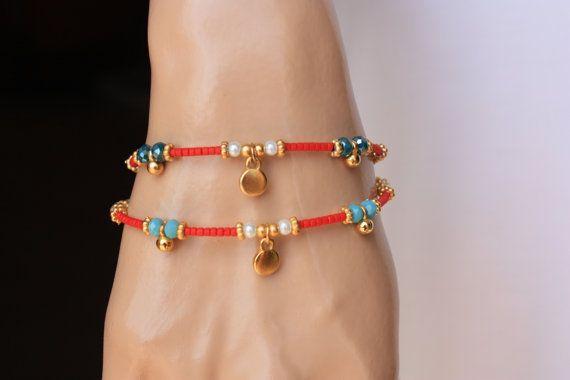 Het is een armband van etnische stijl die is ingericht rode Afghaanse parels, kristallen van 4mm, 3mm glas parel, goud gevulde charme en ruimte. Eindigde ook gouden gevulde klappen en ketting. Het is een geweldig cadeau en ook charmante dagelijks dragen.  Maatregel: Uw pols + 1/2 extender keten  Selecteer de kleur van uw pols en kristal in de aanbieding  Prijs is slechts één armband  Deze armbanden zijn klaar om te verzenden vandaag. Kunt u behalve de items met in 15 tot 20 (2-4 weken) w...