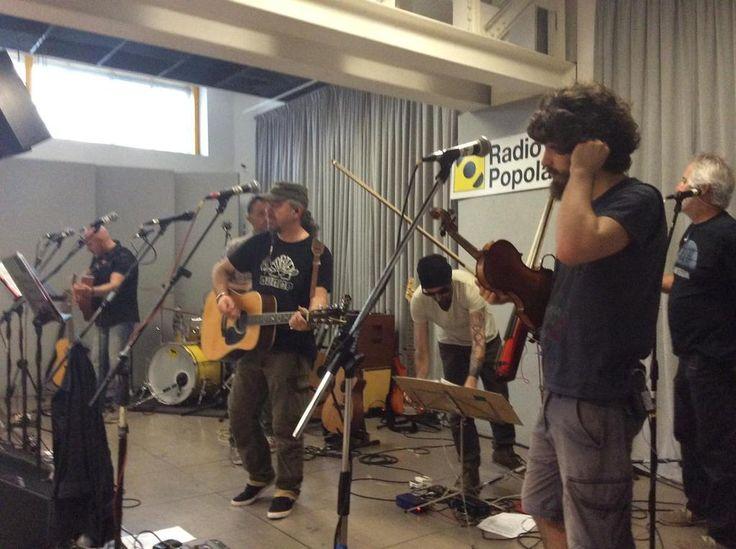 I #luf stanno provando per il concerto a @radiopopmilano. Alle 21 #live. #autistamoravo
