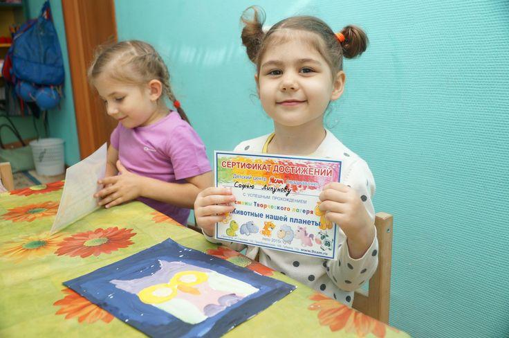 Занятия детей в летнем творческом лагере