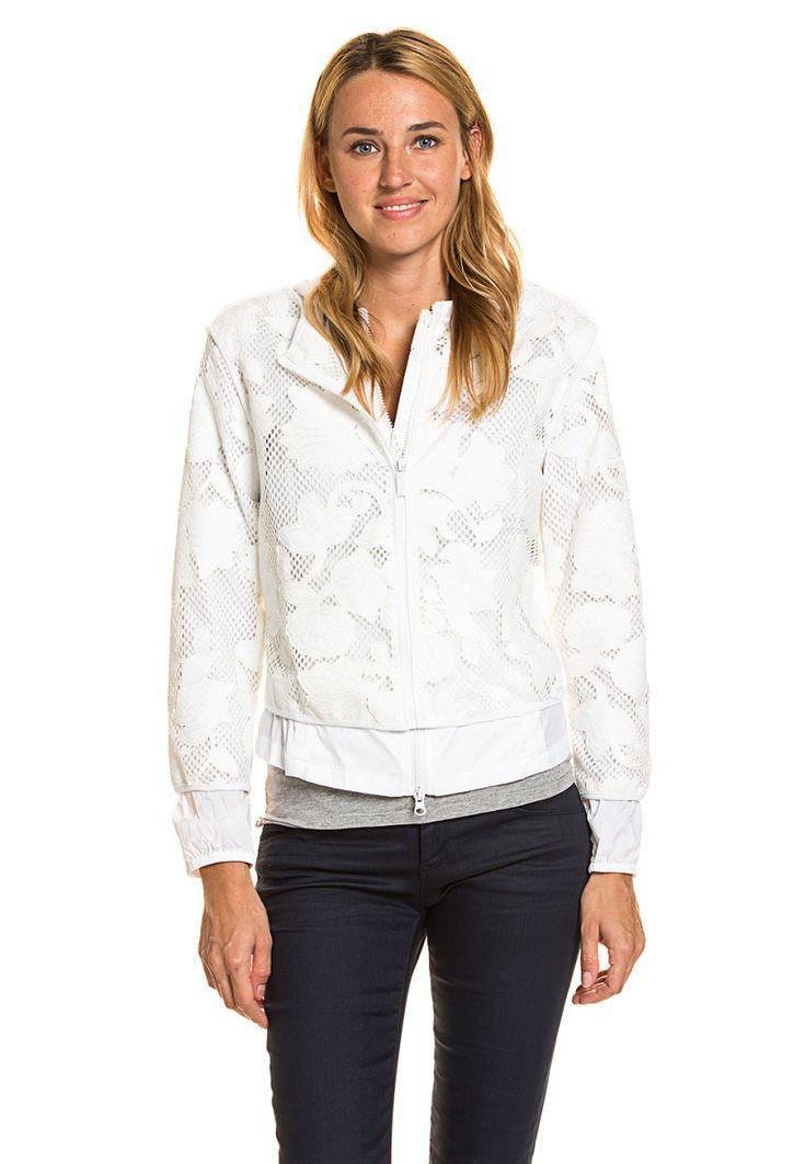 Armani Jeans Jacke, 2-in-1, Kapuze, gerader Schnitt weiß Jetzt bestellen unter: https://mode.ladendirekt.de/damen/bekleidung/jacken/jeansjacken/?uid=69694cce-ffd4-58e6-8d66-314ab0c3283f&utm_source=pinterest&utm_medium=pin&utm_campaign=boards #jeansjacken #bekleidung #jacken Bild Quelle: brands4friends.de