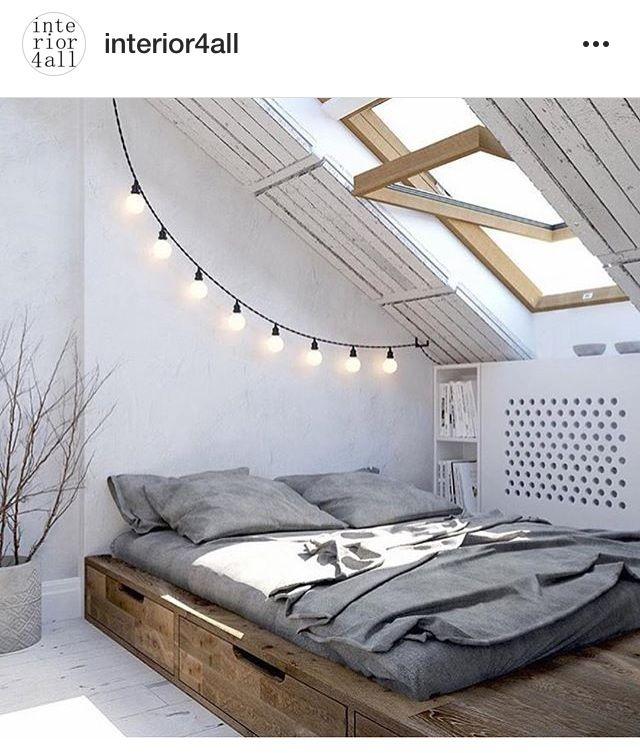 Sätt på en lägre vägg på sidan så blir det en bra rumsavdelare i en mindre lägenhet.