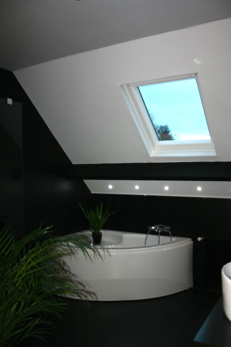 Rénovation salle de bain - Noire et blanche, douche italienne, baignoire angle - D.CO by Maya Des bulles de couleurs dans votre intérieur...