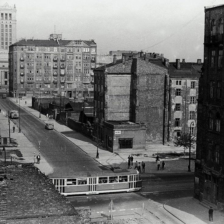 Skrzyżowanie ul. Złotej i al. Jana Pawła II (wtedy Marchlewskiego) w 1967. Gdyby nie Pałac Kultury to okolica nie do poznania
