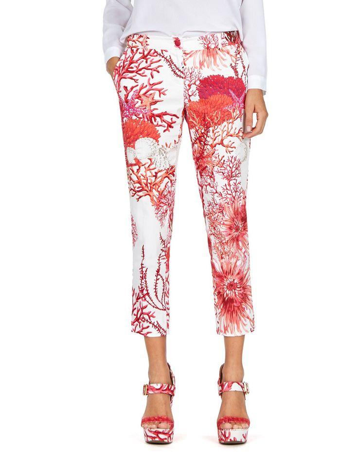 Questi pantaloni Blugirl, in cotone, presentano una stampa di coralli. A vita media, con passanti per cintura, hanno tasche di sbieco, gamba stretta e pieghe frontali.