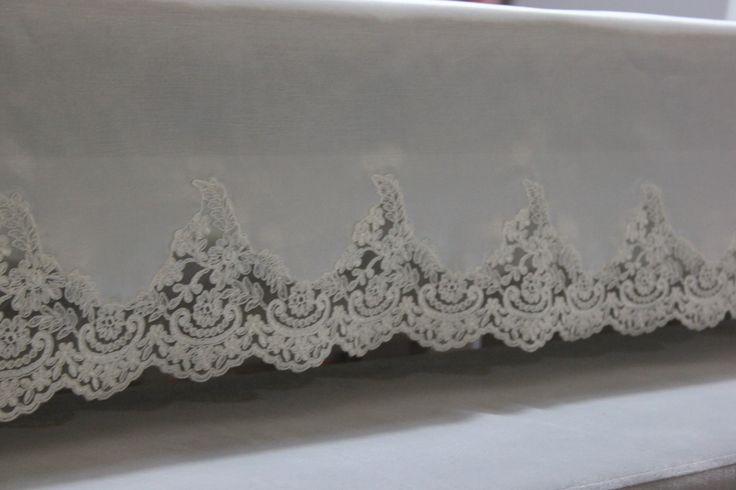 Fransız danteli ve satenet kumaşla yapılmış 160*260 cm ebatlarında masa ortüsü