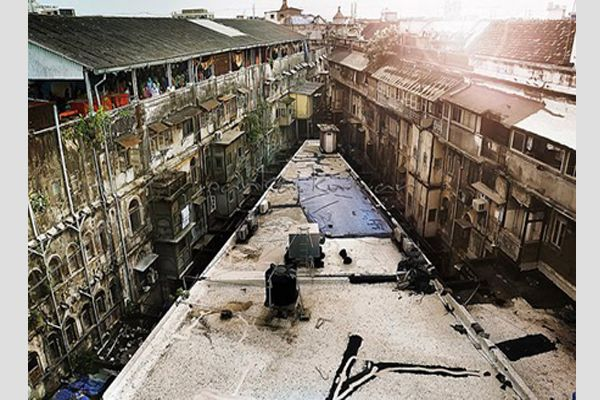 D'Souza Chawl, Mahim (Mumbai)  They say a lady died in D'Souza Chawl  while fetching water from a well. She has been reportedly seen many a times near that particular well.