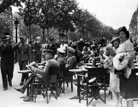 Les Champs Elysées en juillet 1940