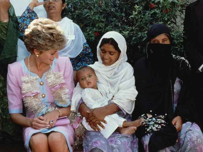 September 1991, Diana made a solo four-day tour of Pakistan. She visited a Family Welfare Centre in a small village just outside Islamabad, receiving a traditional garland when she arrived (© Getty Images)