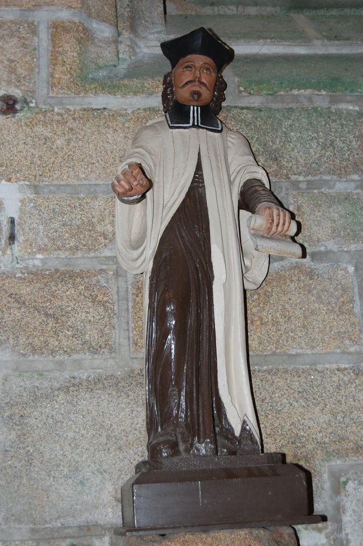 Eglise de Locronan Saint Yves, prêtre, avec moustache et barbiche.  Eglise Saint-Ronan Locronan, statue du 17e siècle, sculpteur inconnu (photo  Daniel Giacobi 08-2017)