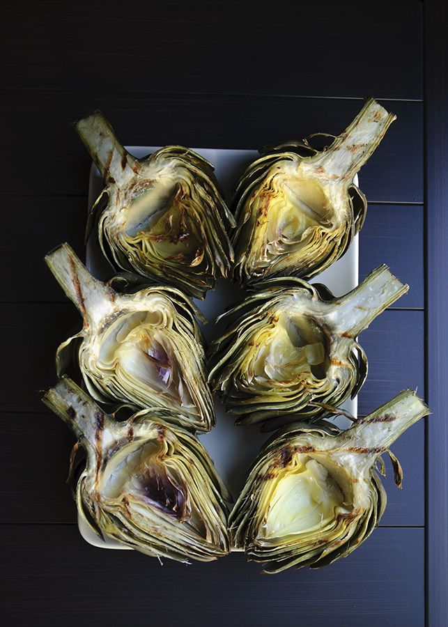 Grilled Artichokes with Remoulade Sauce | www.figsandceam.com | #artichokes  #grill #vegetarian