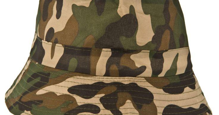 Cómo lograr tonos de color verde militar con colorante comestible. Celebra el cumpleaños de tu hijo realizando una fiesta con la temática del ejército. Envía una invitación con la hora, fecha y lugar de la fiesta. Alienta a los invitados a usar sus trajes de camuflaje favoritos. En lugar de jugar a poner la cola al burro, juega a poner la medalla al soldado. Juega a la granada caliente como una variante del juego ...