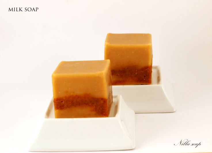 Milk soaps are extremely fine soaps. If you haven´t tried one of them yet, I think it´s time to do so. This one was made with powderes goat´s milk, annatto powder and scented with cinamon essential oil.