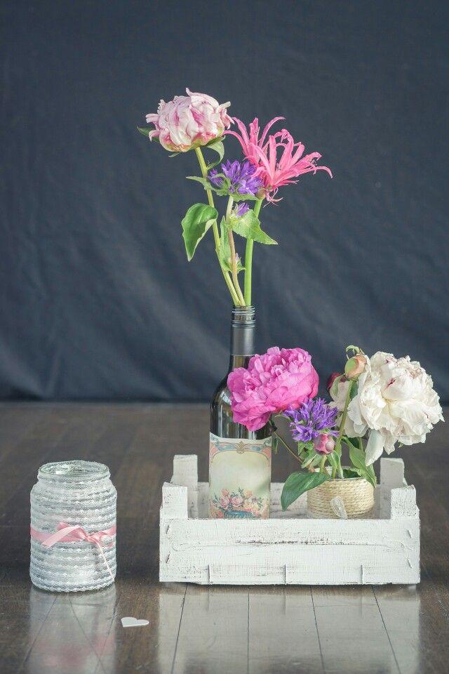 Hochzeit pfingstrosen vasen vintage spitze diy dekoration for Pfingstrosen dekoration