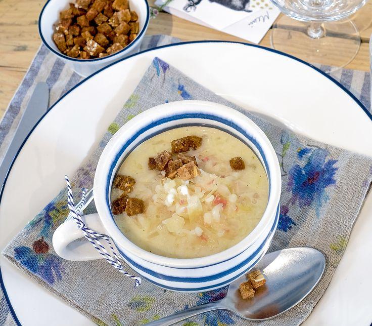 Das Sauerkraut und das geröstete Roggenbrot verleihen dieser Gerstensuppe viel Raffinesse.