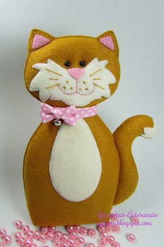 Hello! My name is Mia! I´m a felt cat!