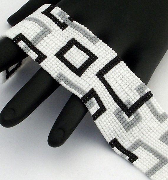 Bracelet en perles, carrés vide étroit, noir mat et gris sur fond blanc mat (fait à la commande)