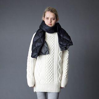 ARAN SWEATER LONG / iliann loeb Made in Ireland 今年も入荷しました。 大人気の手編みアランセーター。 チュニック丈は世界でもレアなのでは⁈ オンラインストアでも人気なので気になる方はお早めにどうぞ。 マフラーはロッキーマウンテンフェザーベッドに別注したリバーシブルダウンマフラーです。 #iliannloeb#イリアンローヴ#イリアンローブ#アランセーター#フィッシャーマンニット#ロッキーマウンテンフェザーベッド#ARANSWEATER#fishermansweater#fishermanssweater#fishermansknit#madeinireland#rockymountainfeatherbed#rockymountainfeatherbedforiliannloeb#downstole#downmuffler